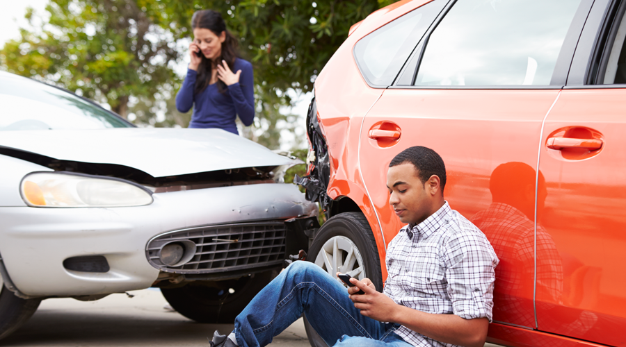 automobile-accident-victims-calling-insurance-company
